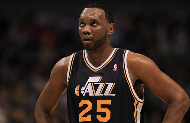 Charlotte Bobcats sign Center Al Jefferson